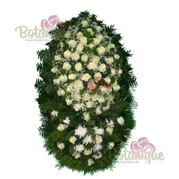 Траурный венок из роз и хризантем