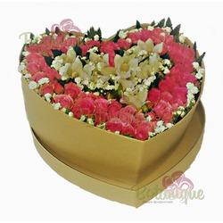 Сердце из роз и цимбидиума